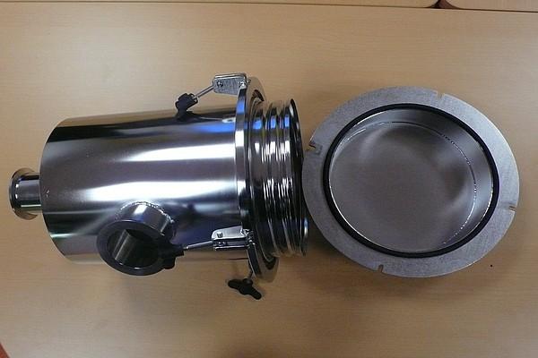 70m3h-filter-casing-glove-box-2
