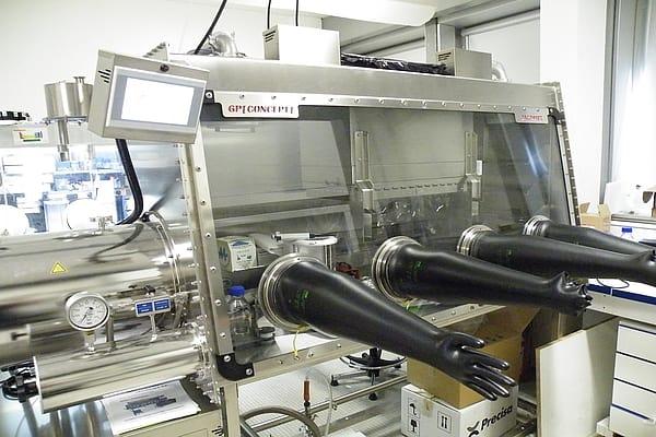 laminar-flow-celling-glove-box-4