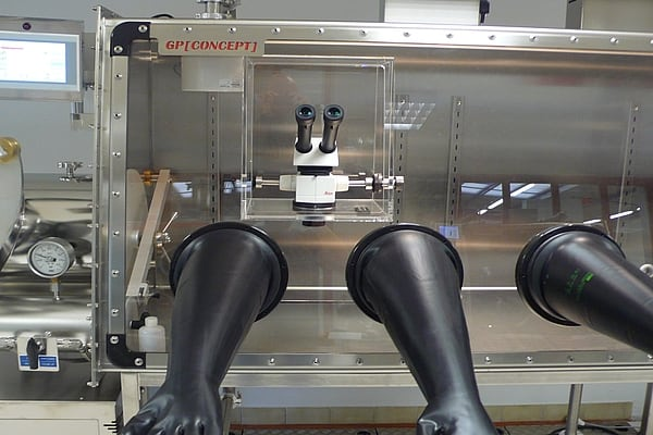 microscope-glove-box-3