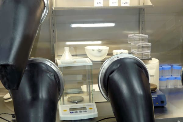 Weighing scale for Glove Box