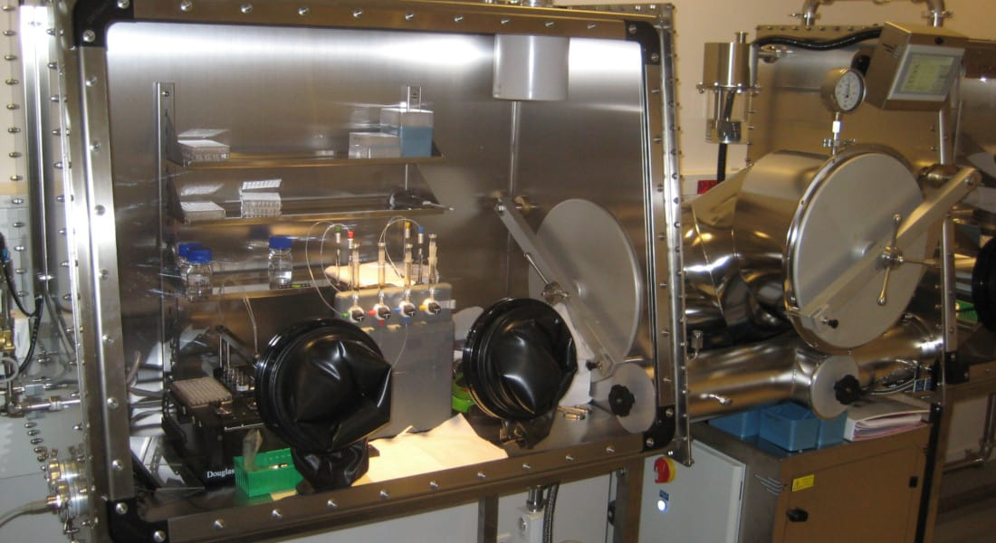 college-france-research-laboratory-glove-box