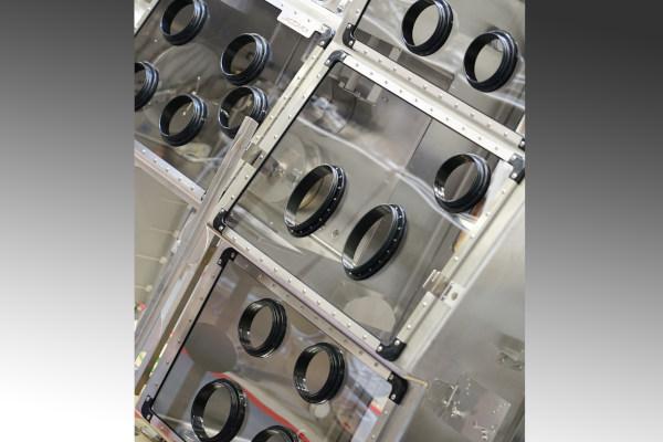 nuclear-presses-glove-box