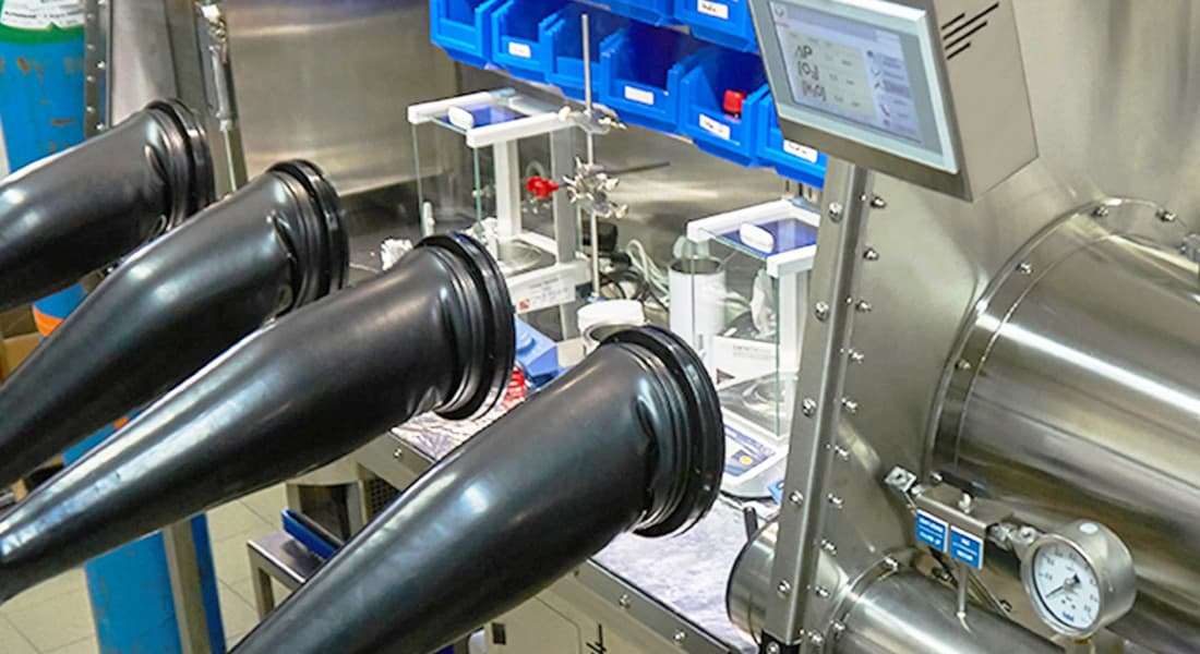 organometallic-materials-manufacturing-glove-box